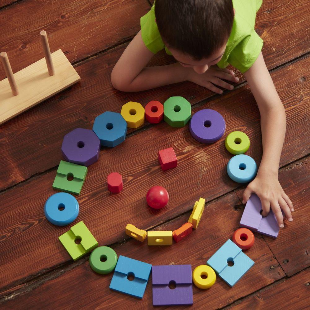 Drewniana wieża edukacyjna dla dwulatka